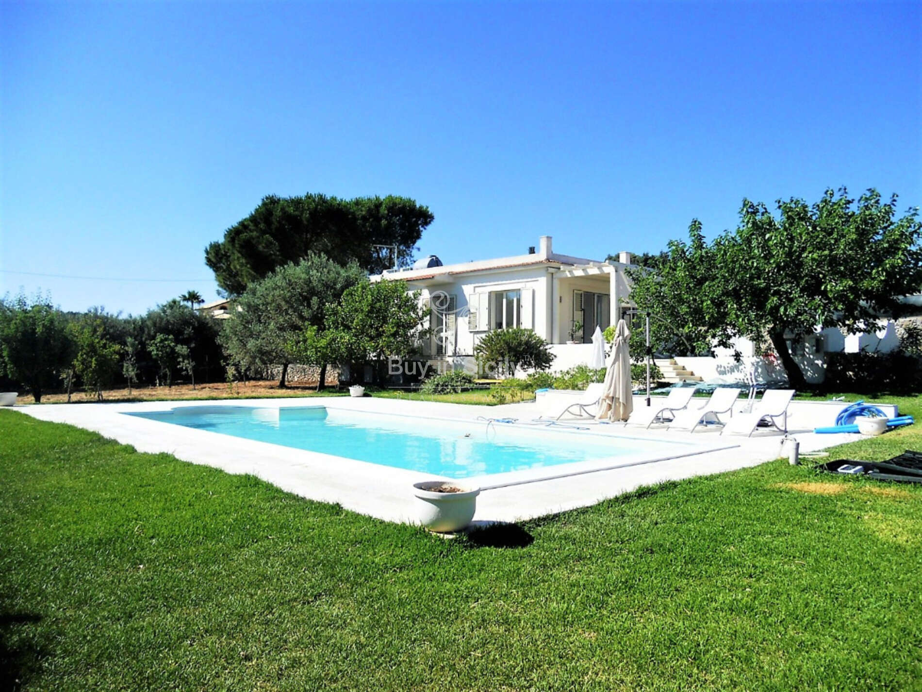 Renovated Villa with pool in Avola